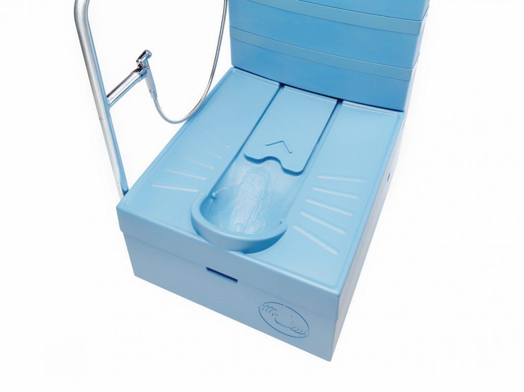 innovation-blue-diversion-des-toilettes-reunissant-le-meilleur-de-deux-mondes-14