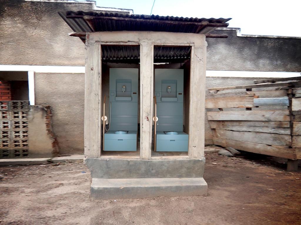 innovation-blue-diversion-des-toilettes-reunissant-le-meilleur-de-deux-mondes-20
