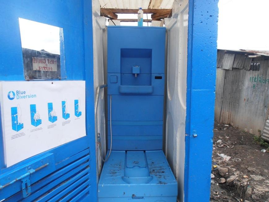 innovation-blue-diversion-des-toilettes-reunissant-le-meilleur-de-deux-mondes-7