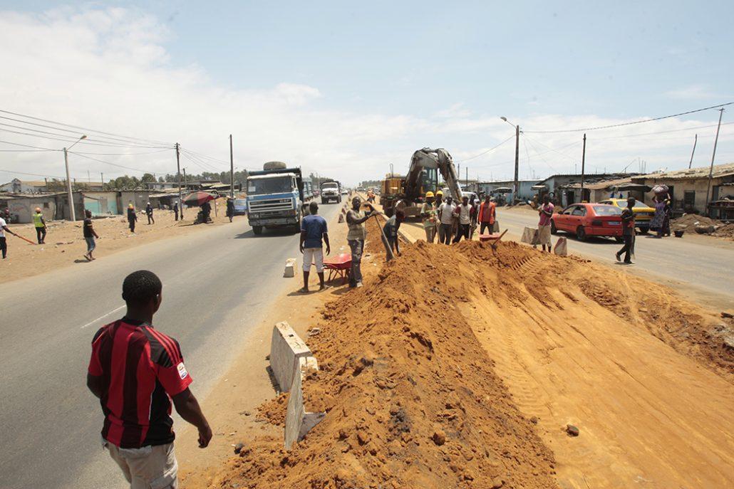 cote-d-ivoire-gestion-urbaine-l-autoroute-abidjan-grand-bassam-un-mal-necessaire